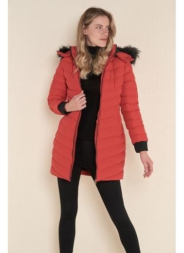Z Giyim Z Giyim Kadın Kapşonlu Uzun Şişme Mont Kırmızı